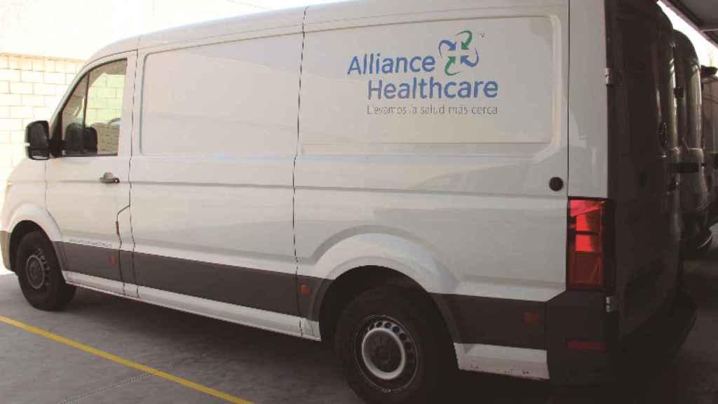 Una furgoneta de Alliance Healthcare.