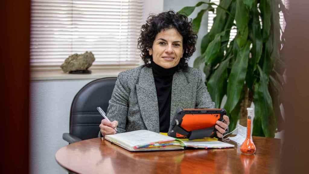 Esther González, en su despacho, en la planta química de Cepsa.