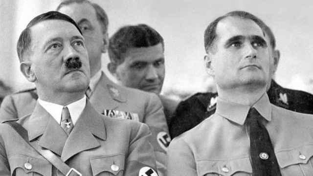 Adolf Hitler y Rudolf Hess.