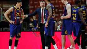 Jasikevicius da instrucciones a sus jugadores