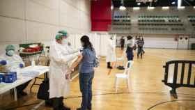 Vacunación de sanitarios en Cartagena (Murcia).