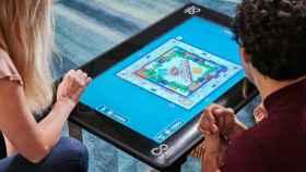 Infinity Game Table, una mesa con pantalla táctil para jugar.
