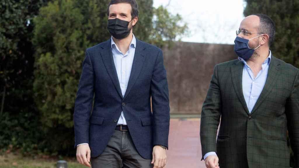 Pablo Casado con Alejandro Fernández, candidato del PPC a la Presidencia de la Generalitat.
