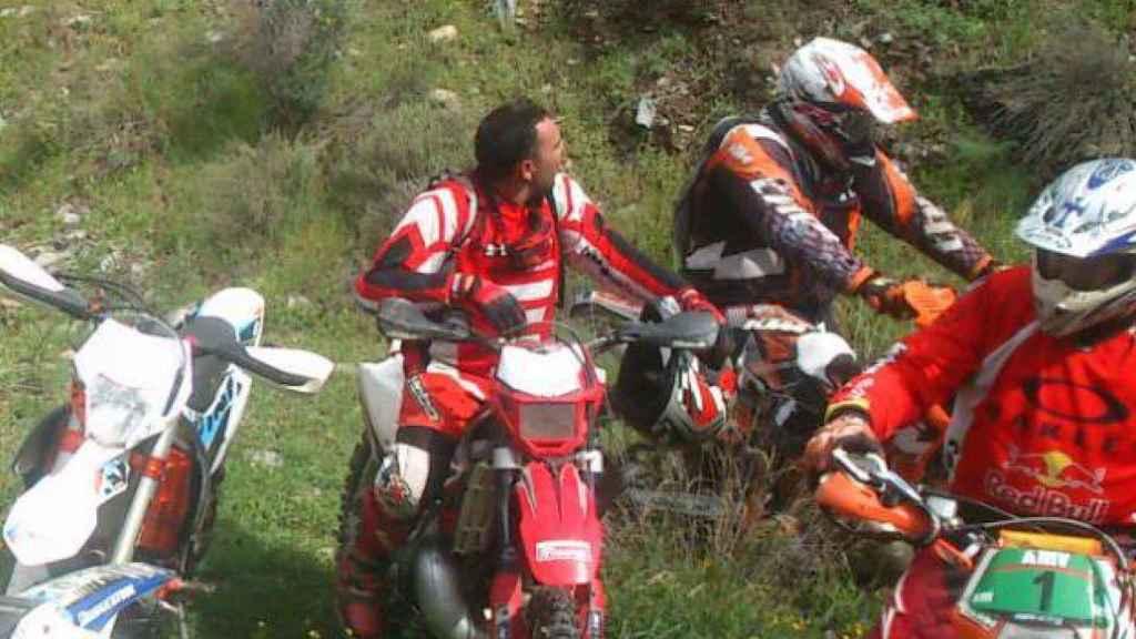Juan Pedro es un gran aficionado a la práctica de moto enduro.