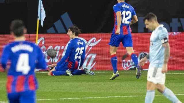 Byran Gil celebra su gol con el Eibar