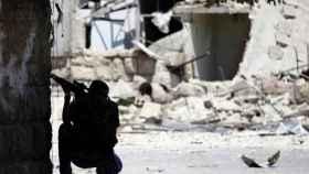 Imagen de archivo de un francotirador en Alepo (Siria).