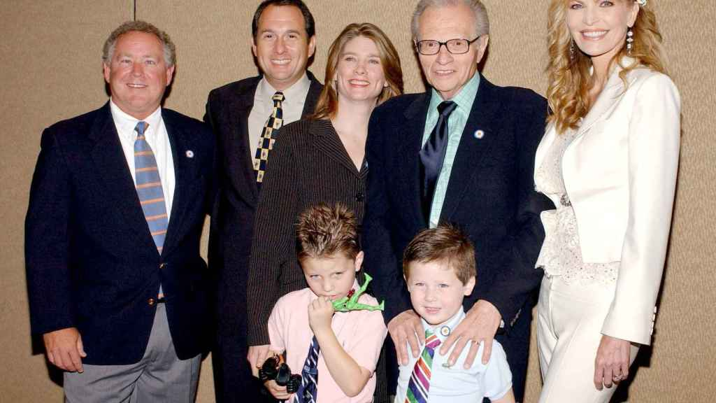Larry King con sus hijos Chance, Cannon, Chaia, Andy, Larry Jr. y su mujer Shawn.