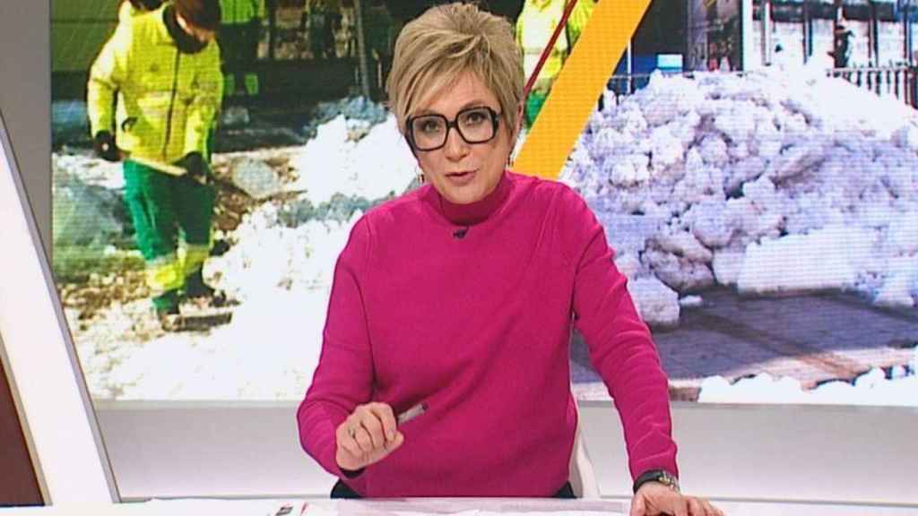 Inés Ballester está al frente de 'Está Pasando' en Telemadrid.