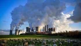 Columnas de humo de la planta de Neurath en Bergheim (Alemania).