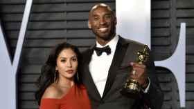Vanessa y Kobe Bryant tras la entrega de los premios Oscar 2018.