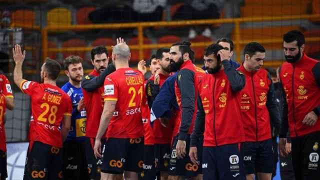 La selección española de balonmano celebra su victoria ante Hungría en el Mundial de Egipto 2021