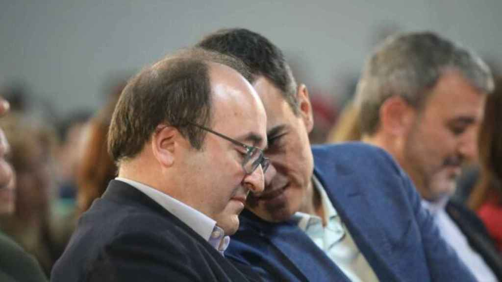Miquel Iceta, el ministro de Política Territorial, junto a Pedro Sánchez. Efe