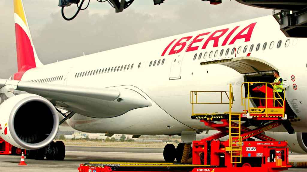 Un avión de Iberia, una de las marcas del grupo IAG.