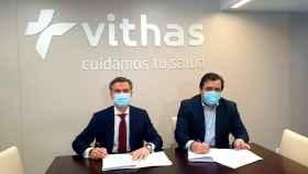 El presidente de Philips Ibérica, Juan Sanabria, y el director general del Grupo Vithas, Pedro Rico.
