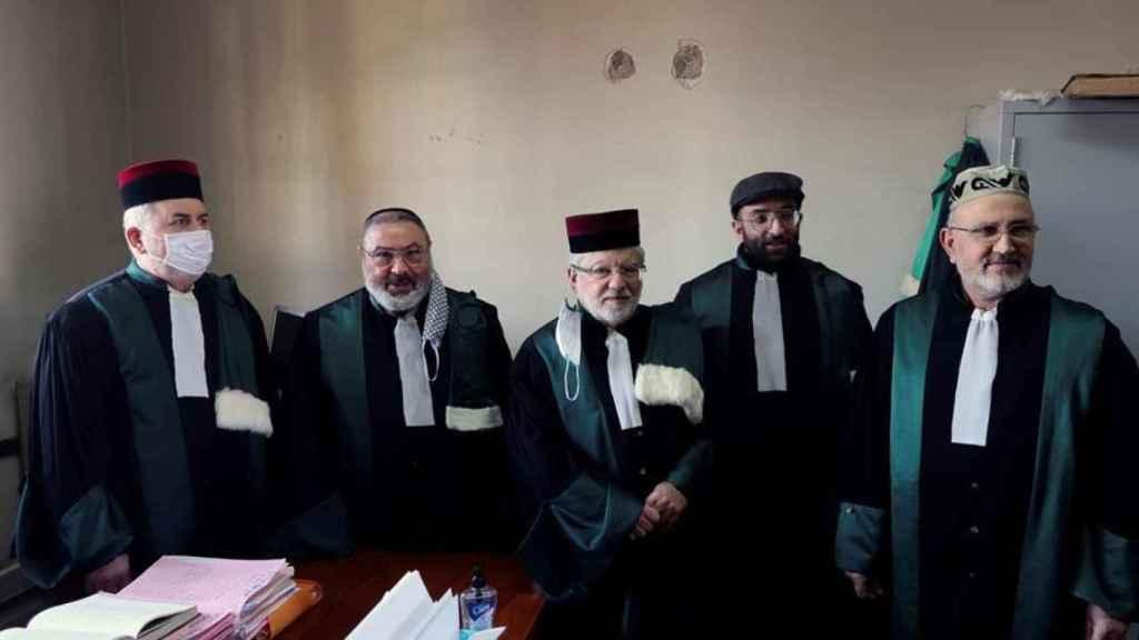 Varios jueces del tribunal rabínico de Casablanca.