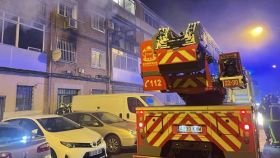 Imagen del edificio incendiado.