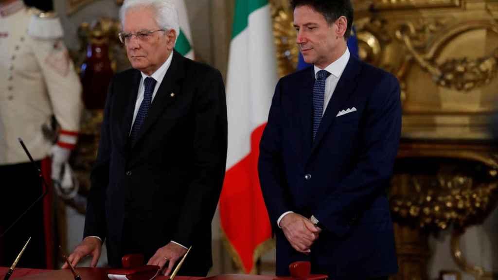 El presidente de la República italiana, Sergio Mattarella (i), y el primer ministro, Matteo Renzi, en septiembre de 2019.
