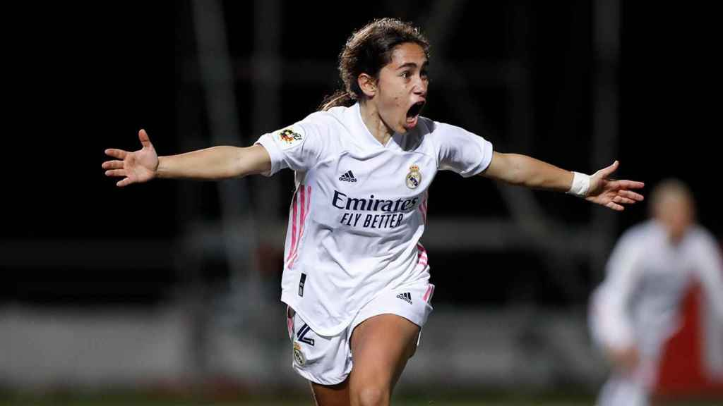Lorena Navarro celebra su gol con el Real Madrid Femenino ante el Santa Teresa