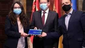 Mónica Oltra y Rubén Martínez Dalmau, vicepresidentes de la Generalitat, con el presidente Ximo Puig (en el centro).
