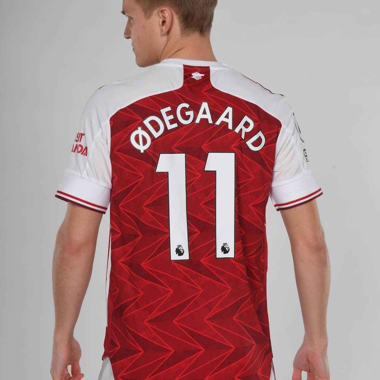 Martin Odegaard, con la camiseta del Arsenal. Foto: arsenal.com
