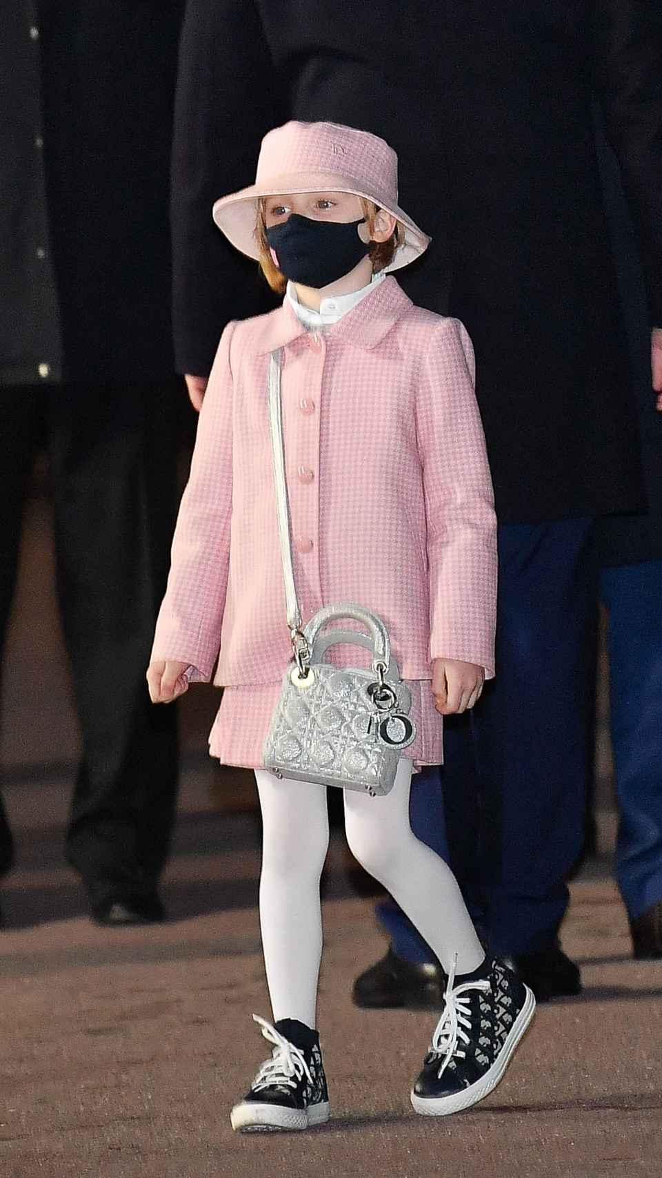 La princesa Gabriella de Mónaco con bolso de Dior.