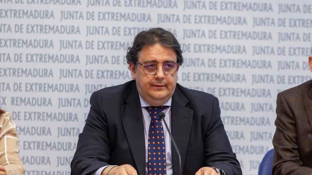 El vicepresidente segundo de la Junta de Extremadura y consejero de Sanidad y Políticas Sociales, Jose María Vergeles.