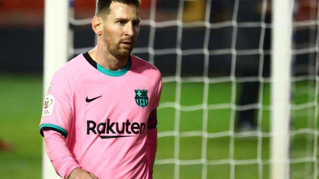 Leo Messi, con la camiseta rosa del Barcelona