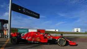 Carlos Sainz, con el Ferrari de 2020