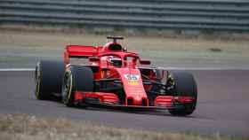Carlos Sainz Jr. conduciendo un Ferrari por primera vez