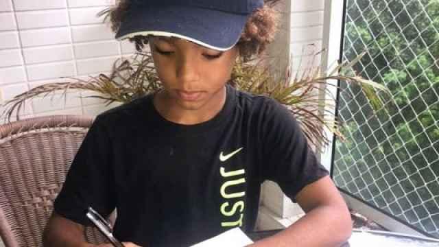 Kauan Basile, firmando su contrato con Nike