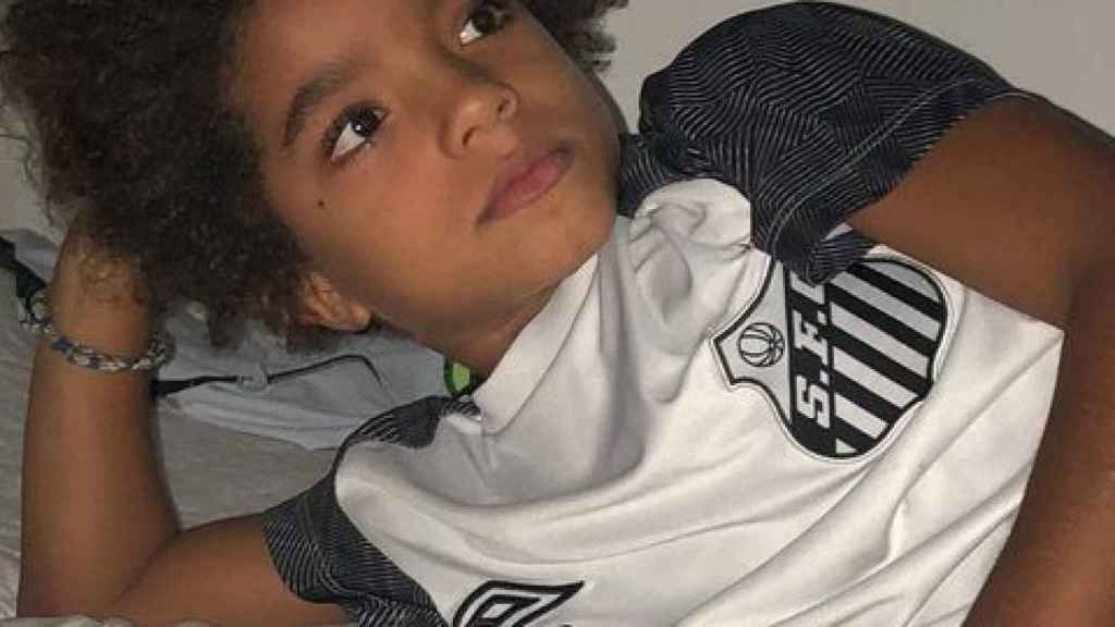 Kauan Basile, el niño que ha firmado con 8 años con Nike, con la camiseta del Santos