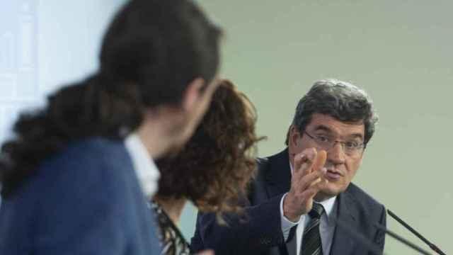 El ministro de Seguridad Social, José Luis Escrivá, la ministra de Hacienda, María Jesús Montero, y el vicepresidente segundo del Gobierno, Pablo Iglesias, en una imagen de archivo.
