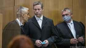 En el centro, Stephan Ernst, el neonazi que ha confesado el asesinato del político  Walter Lübcke. Efe