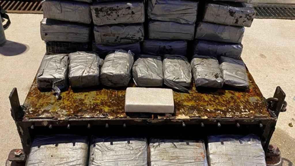 Cocaína hallada en el casco de un barco en Gibraltar.
