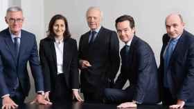 Edouard Carmignac, en el centro, junto al resto de sus directores de Inversión.