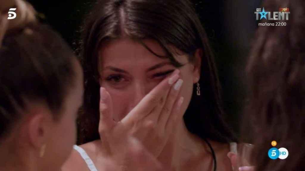 Lola llorando por su perro más que por su ruptura con Diego.