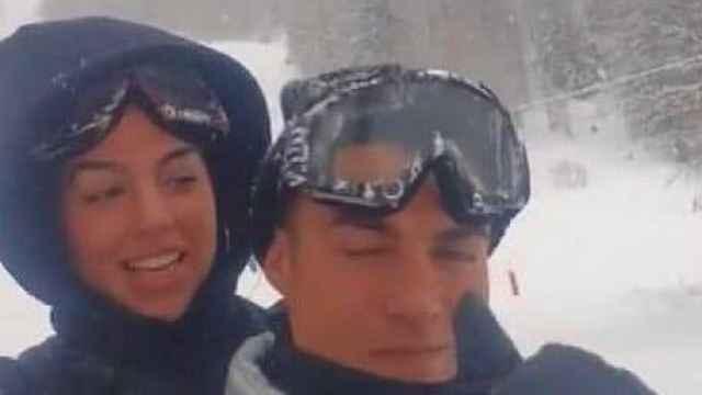 Cristiano Ronaldo y Georgina Rodríguez, en la nieve