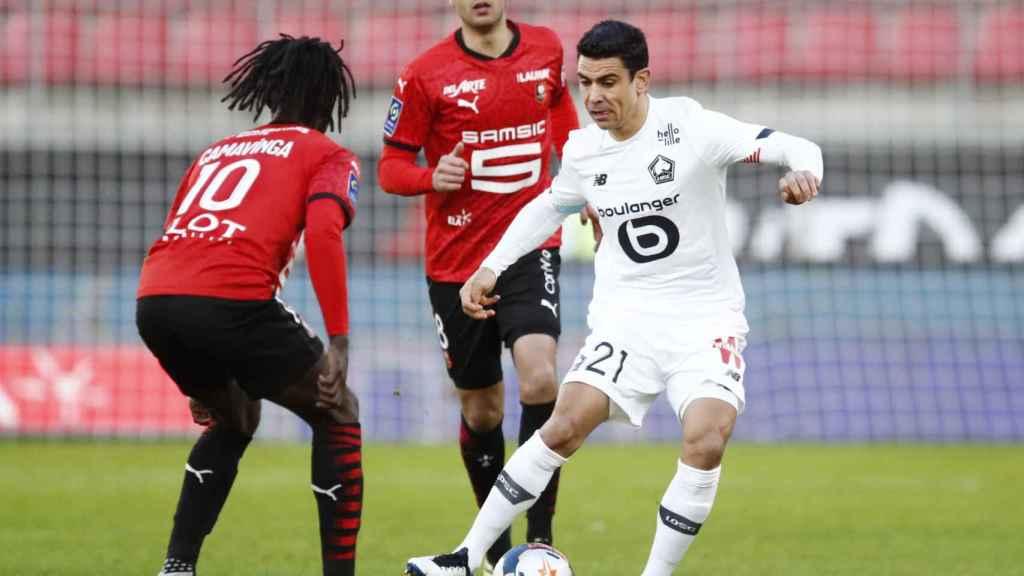 Camavinga defiende una acción frente al Lille