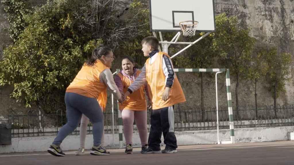 Imagen de unos niños en un centro de la Fundación Rafa Nadal