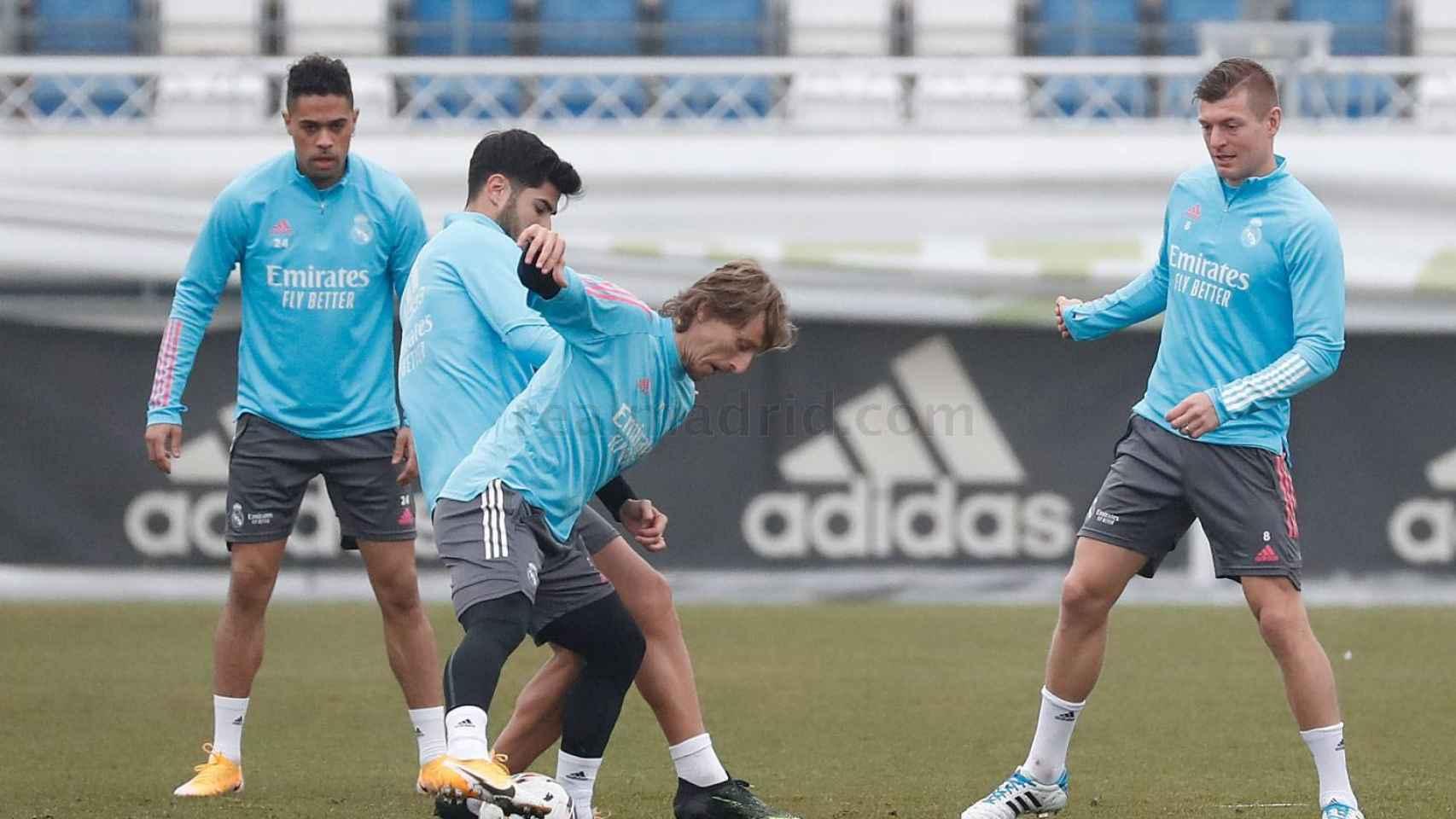 Luka Modric y Marco Asensio, durante un entrenamiento del Real Madrid