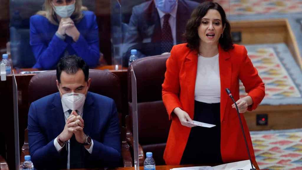 Isabel Díaz Ayuso junto a su vicepresidente, Ignacio Aguado, en la Asamblea de Madrid.