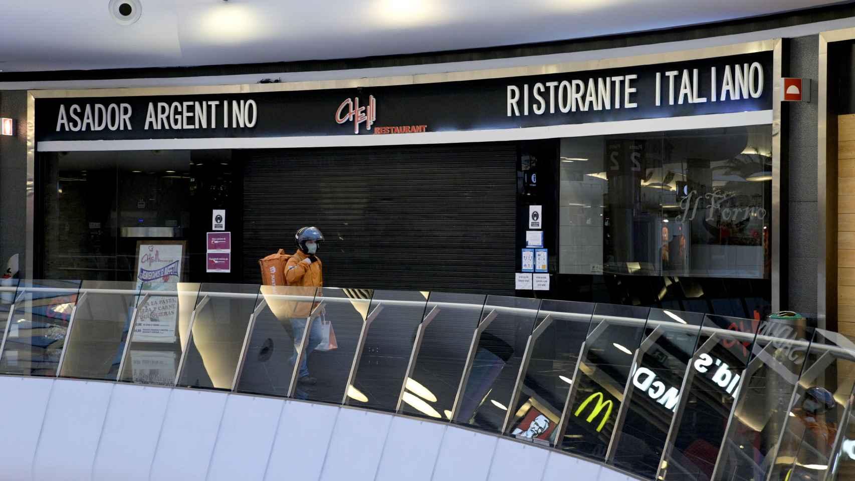 Restaurante cerrado en un centro comercial