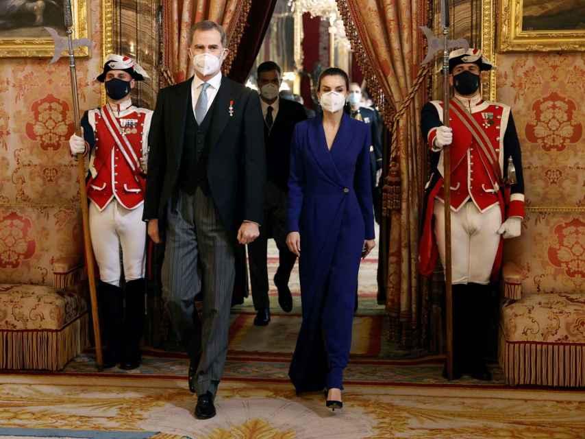 Los reyes Felipe VI y Letizia presidiendo la recepción del cuerpo diplomático acreditado en el Palacio Real.