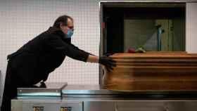 Un trabajador en una funeraria.