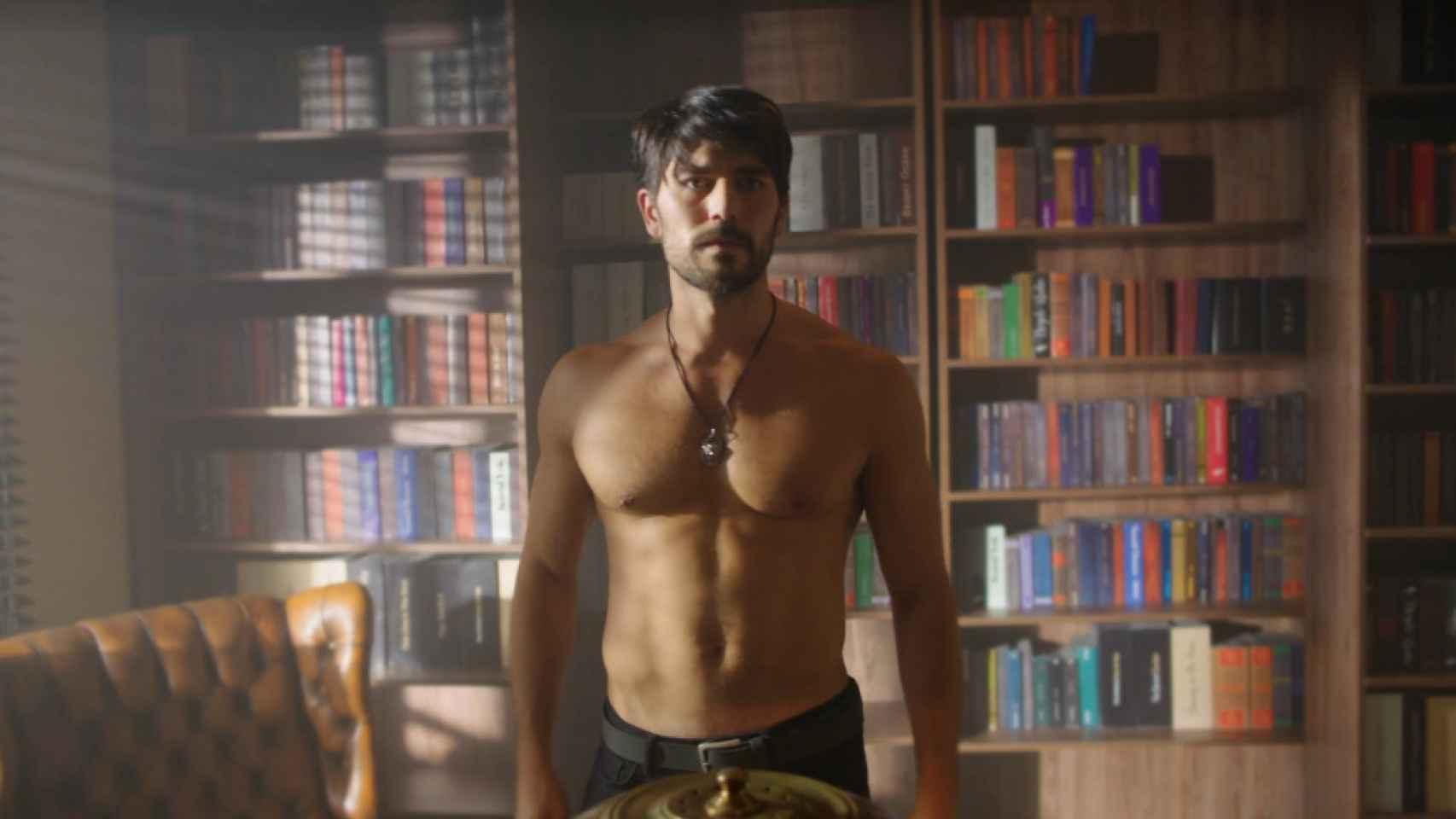 Aslan, el nuevo, seductor y misterioso personaje de 'Hercai'