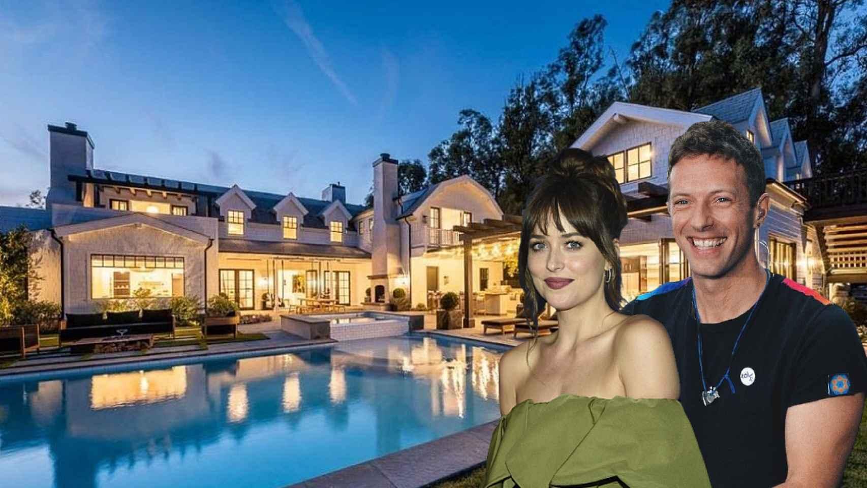 Dakota Johnson y Chris Martin junto a su nueva casa, en un fotomontaje de JALEOS.