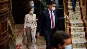 Sánchez, en el Hemiciclo del Congreso junto a la vicepresidenta Calvo.