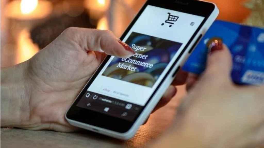 Un consumidor comprando online.