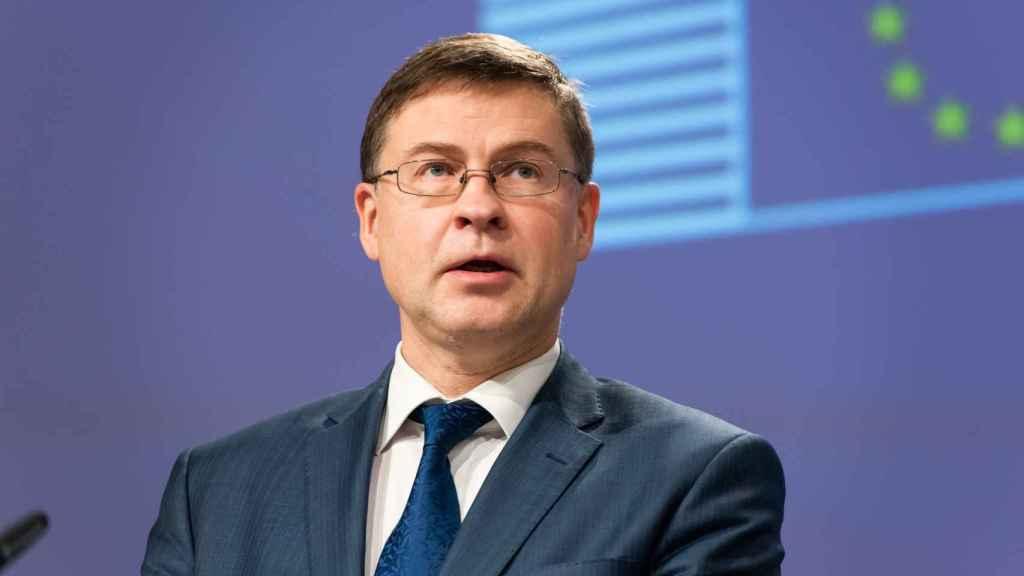 El vicepresidente económico de la Comisión, Valdis Dombroskis, durante la rueda de prensa de este viernes