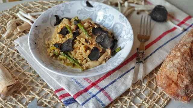 Risotto de trigo, espárragos y setas, una alternativa al arroz